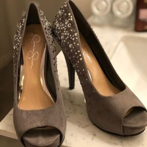 JESSICA SIMPSONS SIZE 9 JEWELED PEEP TOE HEELS